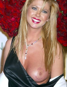 tara-reid-s-breasts-under-control-2